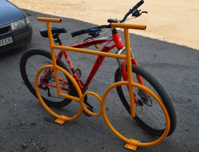 Велопарковка велосипед припаркованный велосипед