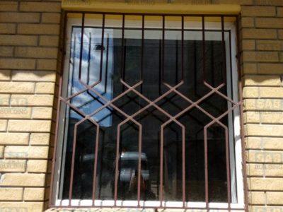 Поставить решетки на окна